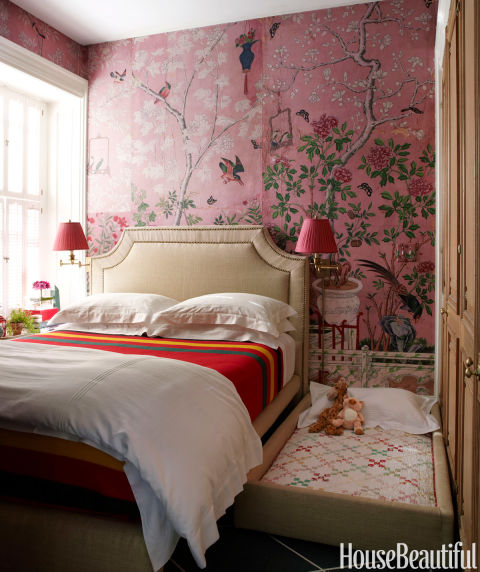 10 small bedroom decorating ideas design tips for tiny for Pretty bedroom wallpaper