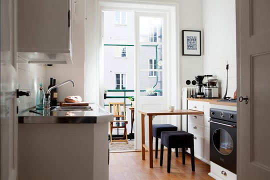 8 smart solutions if you don 39 t have a dining room for Small dining area solutions