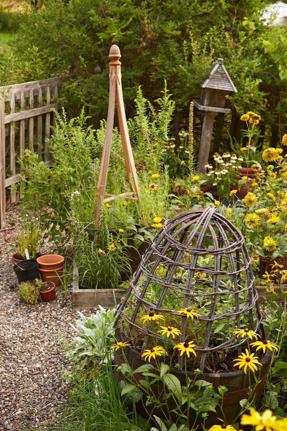 Spring Garden Ideas 25 best bird baths ideas on pinterest 30 Spring Garden Ideas Pictures Of Beautiful Spring Gardens
