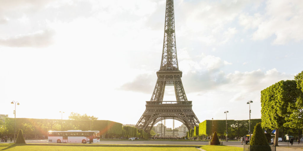 Secret eiffel tower apartment hidden parisian apartment for Apartment in eiffel tower