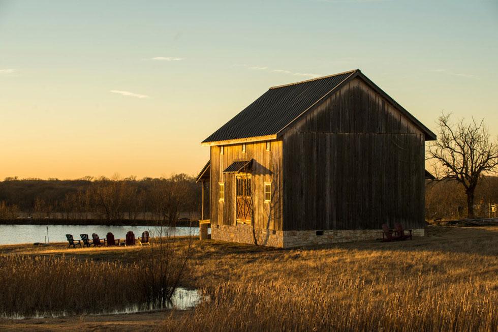 Rustic texas barn converted barn house for Barn houses in texas
