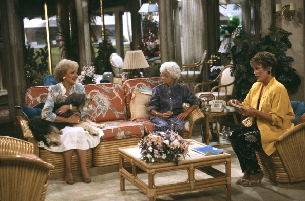 girls living room set the golden girls 7 reasons we love their house