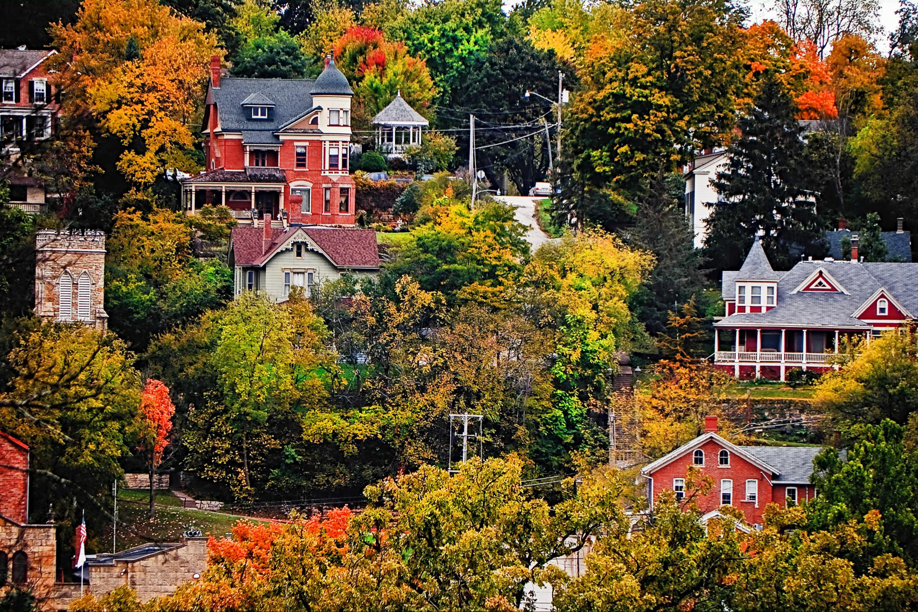 Best small towns cutest places to visit for Prettiest places to visit in the us