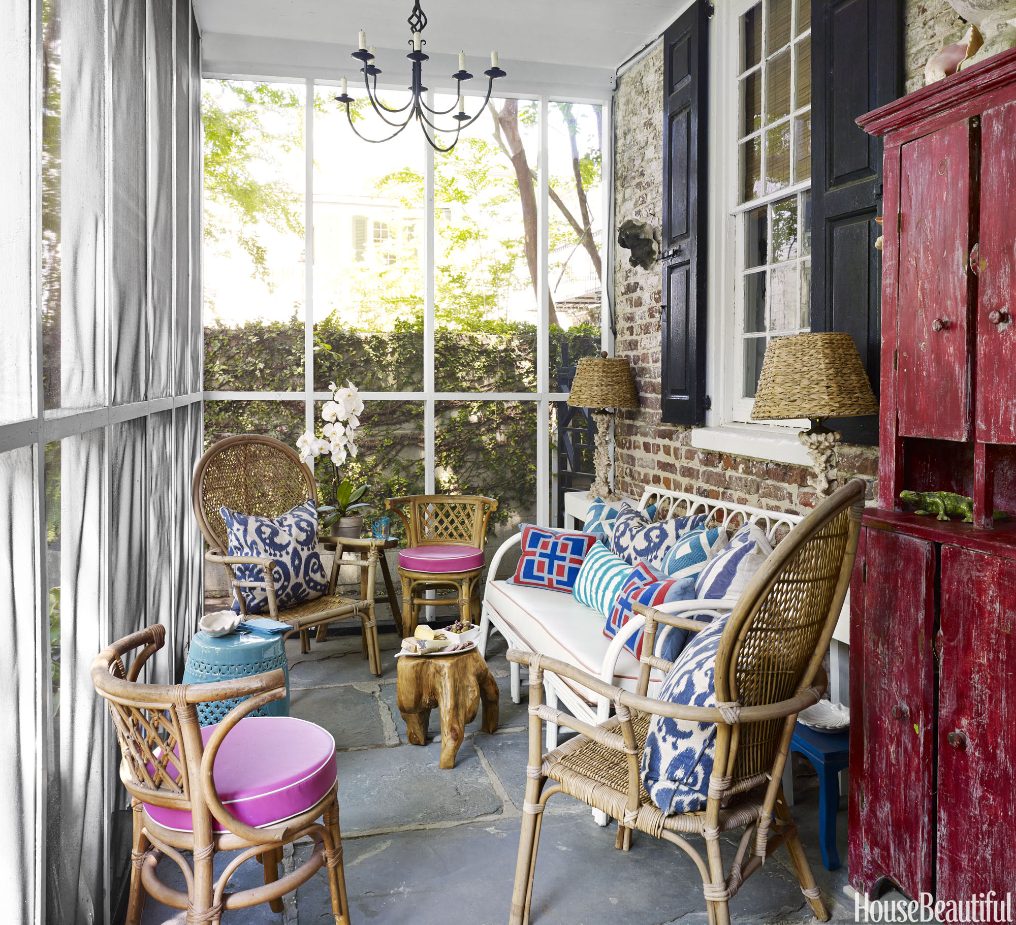 28 Dreamy Home Offices With Libraries For Creative Inspiration: 30 Best Porch Decorating Ideas