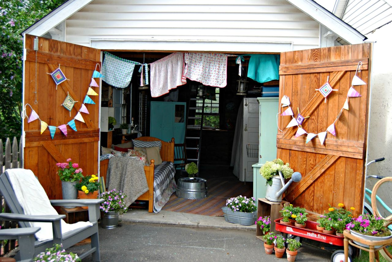 Cutest she sheds ever our favorite she sheds for 10x10 garage door lowes