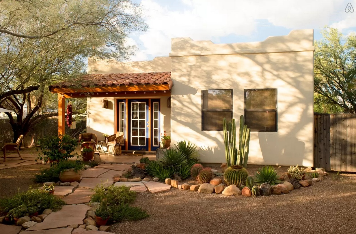 50 tiny houses for rent tiny home rentals in every state for Building a house in arizona