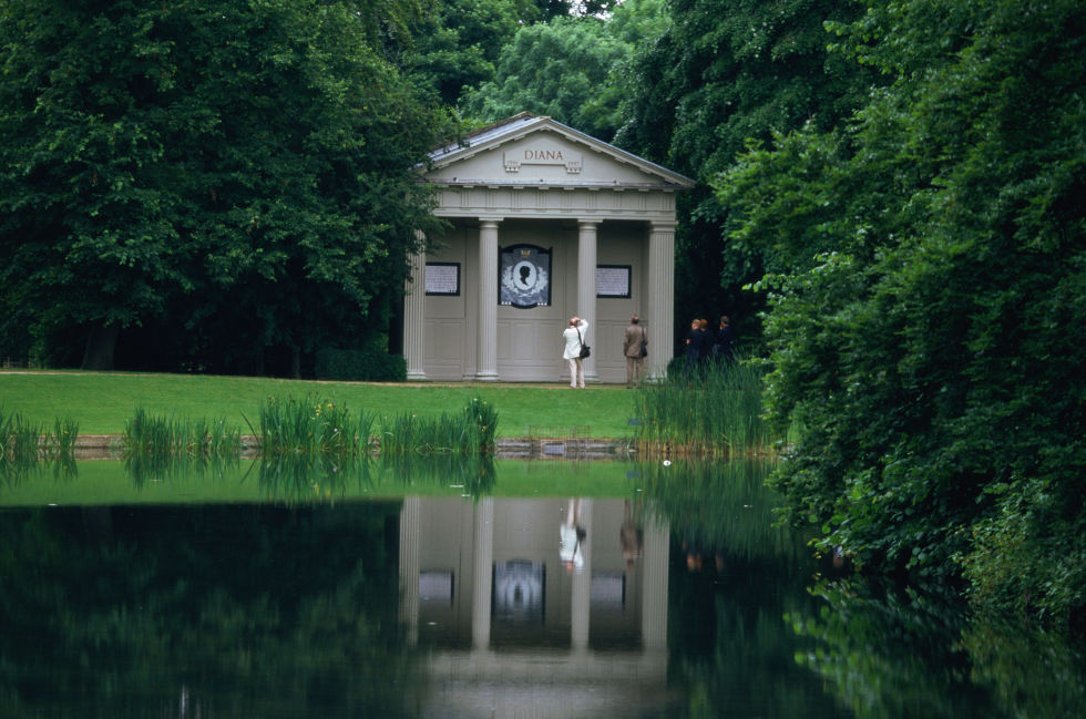 The island sits in the middle of Oval Lake on the grounds of Althorp Park, her family home. Originally, Diana was to be buried in the Spencer family vault of a church, but the plan was altered to find a more private location.