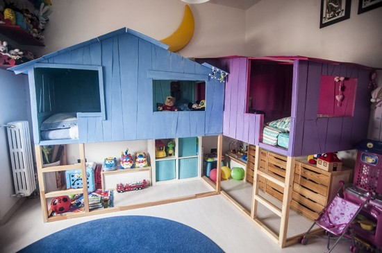 The lofted KURA frames are the ultimate structure for playful tree house-like exteriors. Here, blue and purple houses sit on top of the beds and conjoin in the middle so siblings can play together. See more at IKEA Hackers »
