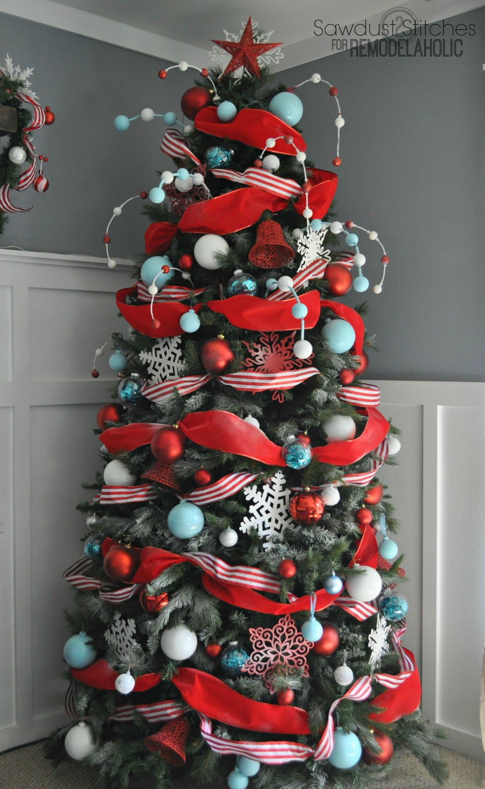Christmas tree decorated with tinsel - 35 Christmas Tree Decoration Ideas Pictures Of Beautiful Christmas Trees