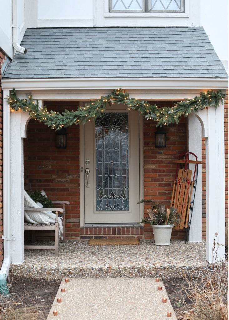 20 best outdoor christmas decorations christmas yard for Easy front porch christmas decorations