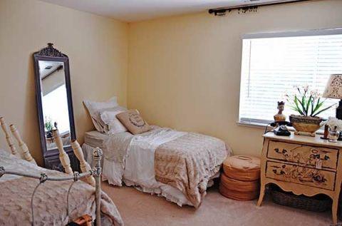 Craigslist guest bedroom makeover guest bedroom makeover for S h bedroom gallery