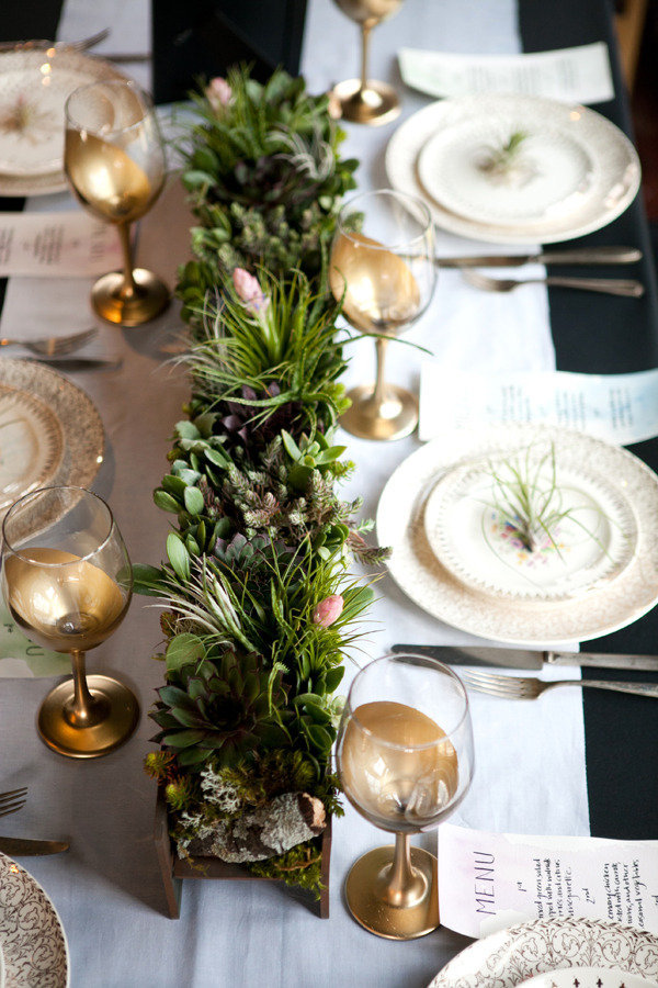 Gold And White Christmas Table Decorations 35 christmas table decorations & place settings - holiday tablescapes