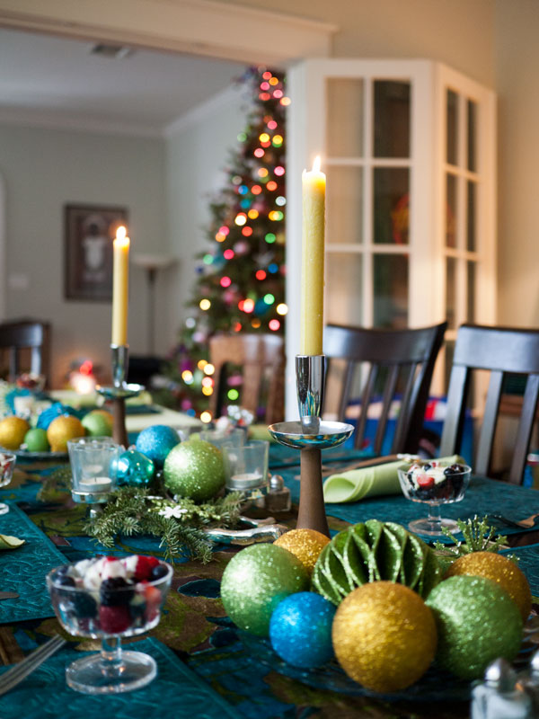 31 Christmas Table Decorations & Place Settings - Holiday Tablescapes