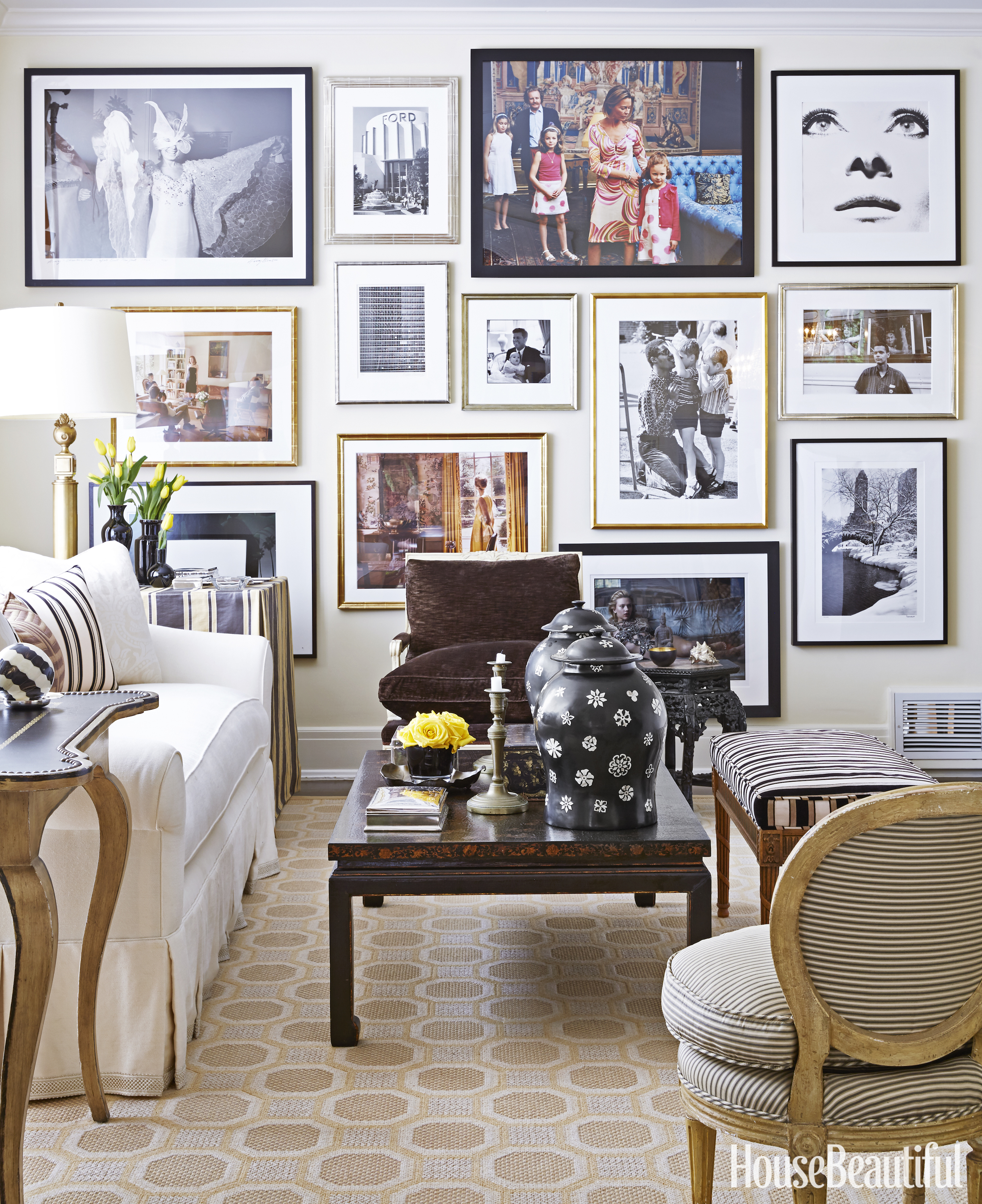 16 Enticing Wall Decorating Ideas For Your Living Room: Ways To Display Art