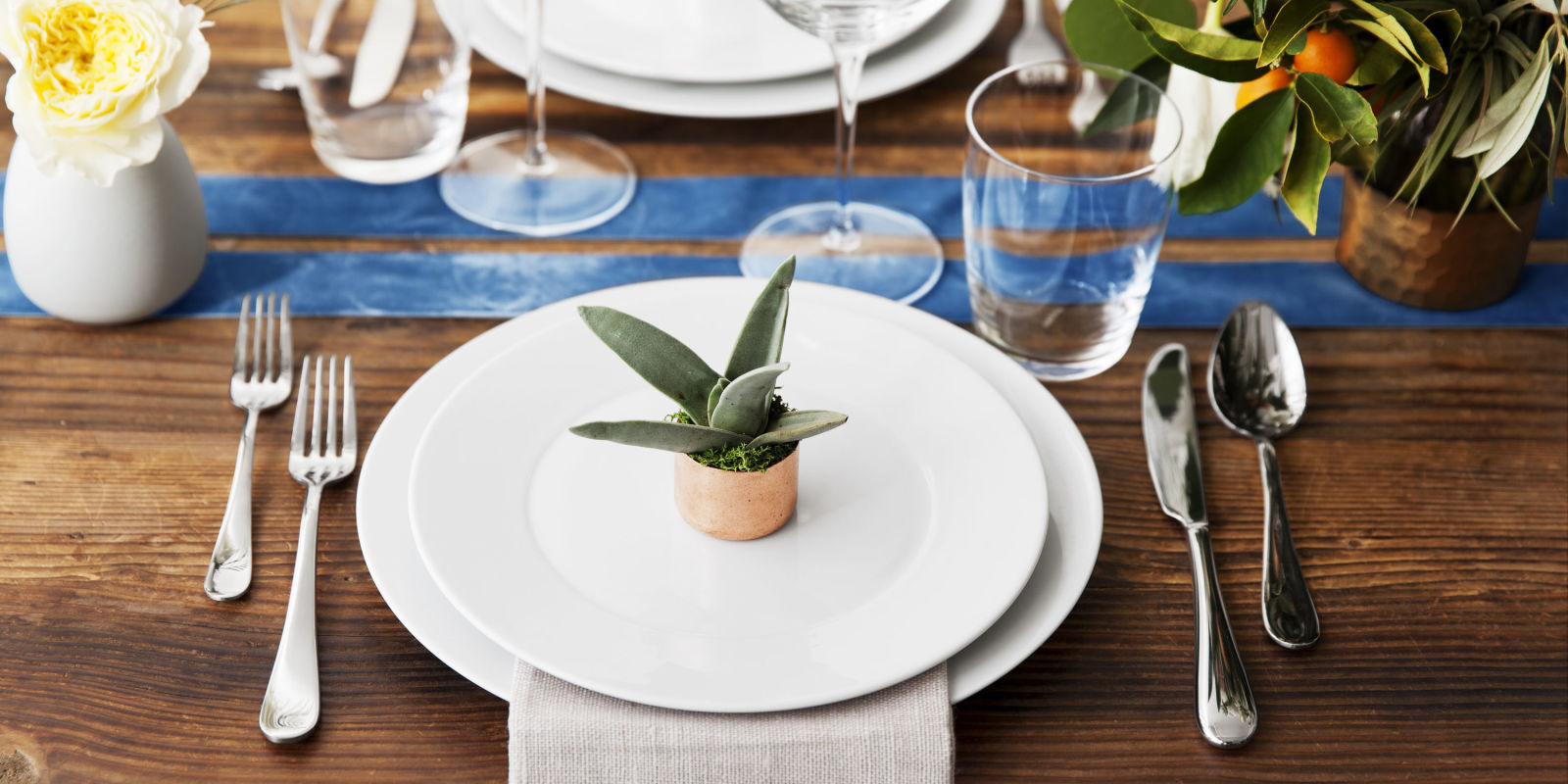 Fancy restaurant table setting - Tablescapes