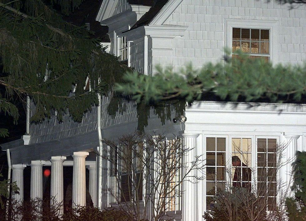 When they first purchased the home, Bill was still in office as President of the United States, so cars were stopped before they even drove onto Old House Lane.