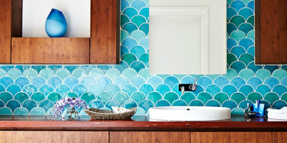 Fish scale tiles in bathroom moroccan floor tiles for Faience salle de bain turquoise