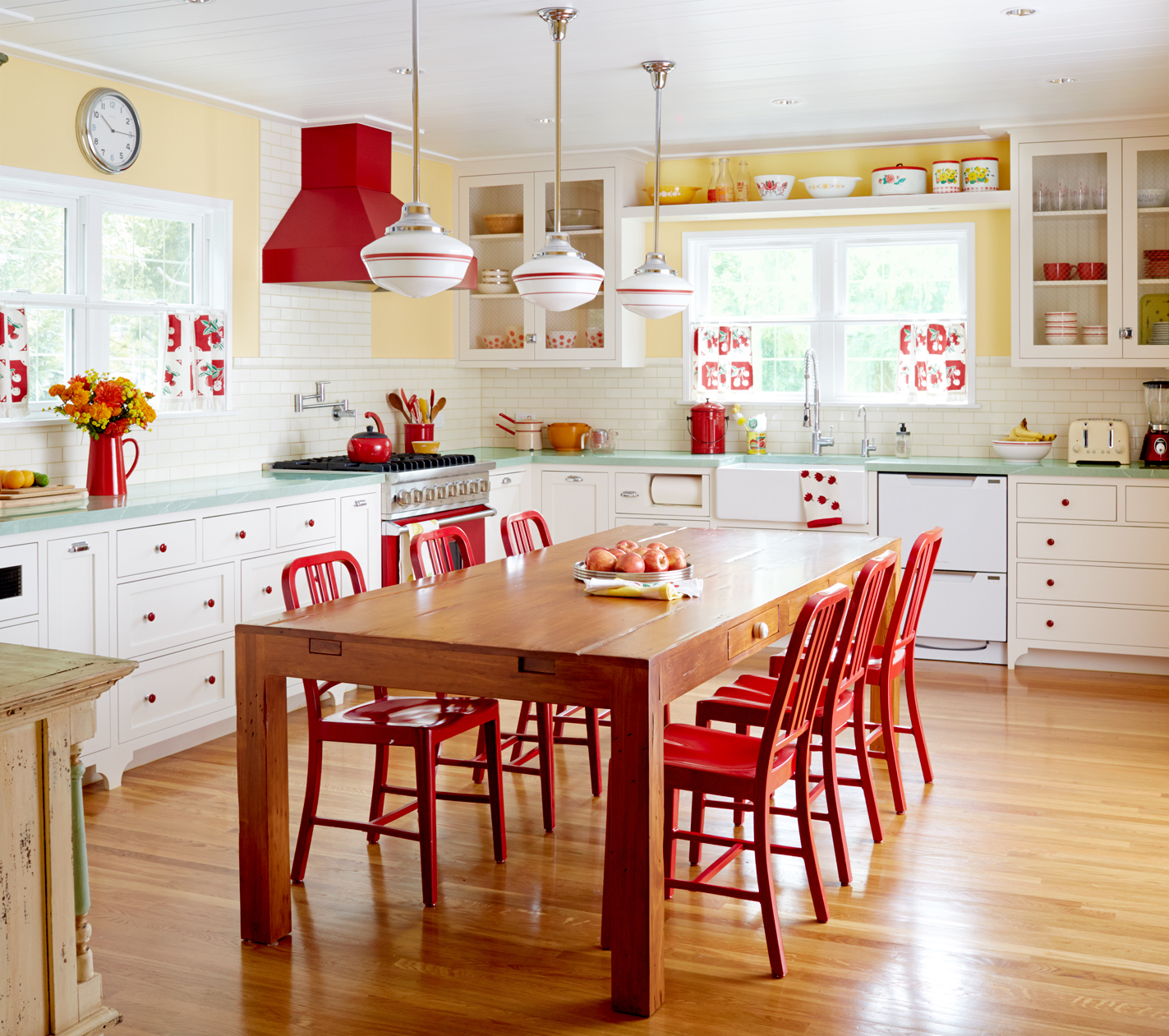 Red Kitchens With White Cabinets: The Best And Worst Colors To Paint Your Kitchen