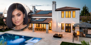 Kourtney Kardashian Gives Tour Of Her Living Room Take A Look At Kylie Jenners Stunning Home