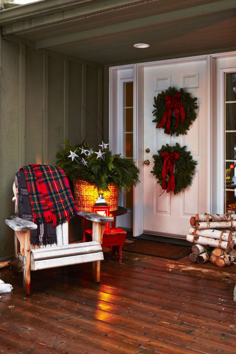 pair of wreaths - Outdoor Christmas Decor