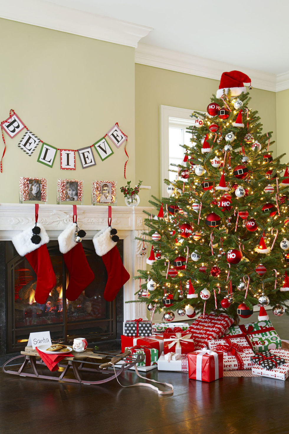 Red and gold christmas tree decorating ideas - 35 Christmas Tree Decoration Ideas Pictures Of Beautiful Christmas Trees