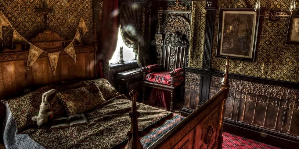 Haunted airbnb rentals halloween travel ideas for Haunted room ideas