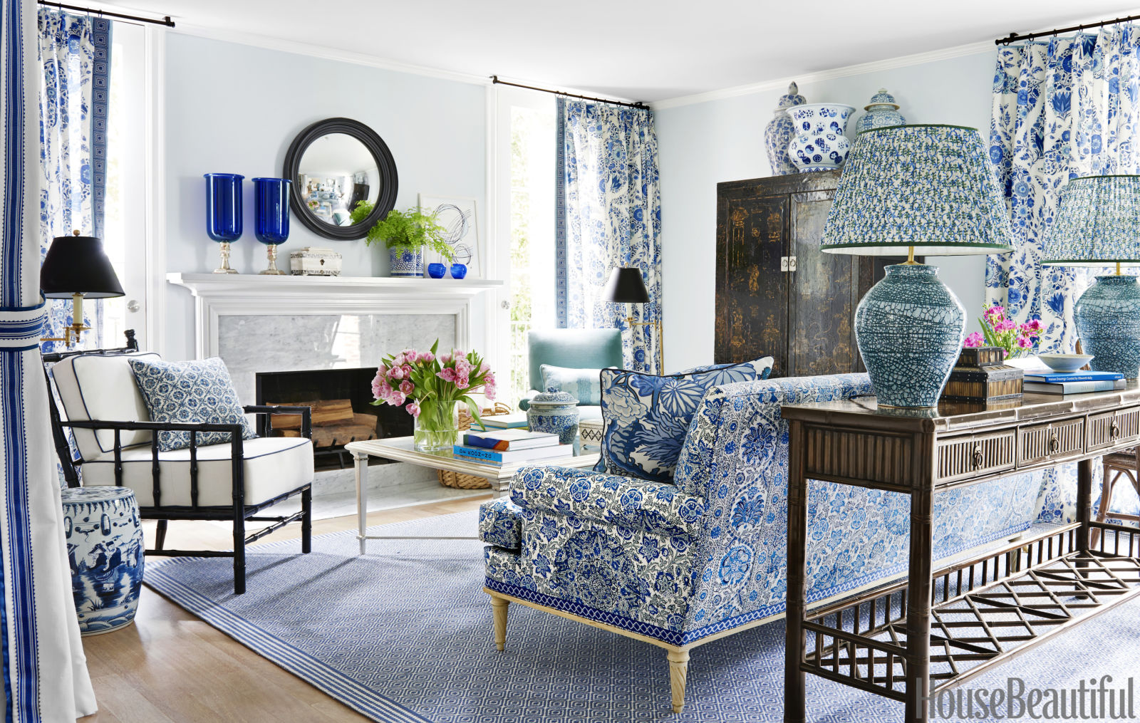 Mark d sikes interior design blue and white house tour for Mark d sikes living room