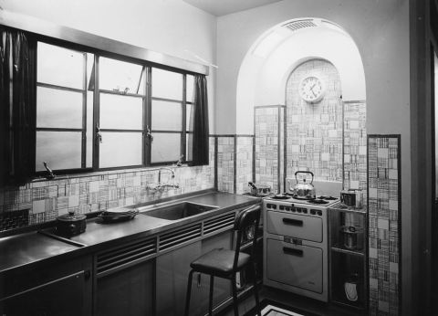 how the kitchen has changed over 100 years vintage kitchens. Black Bedroom Furniture Sets. Home Design Ideas