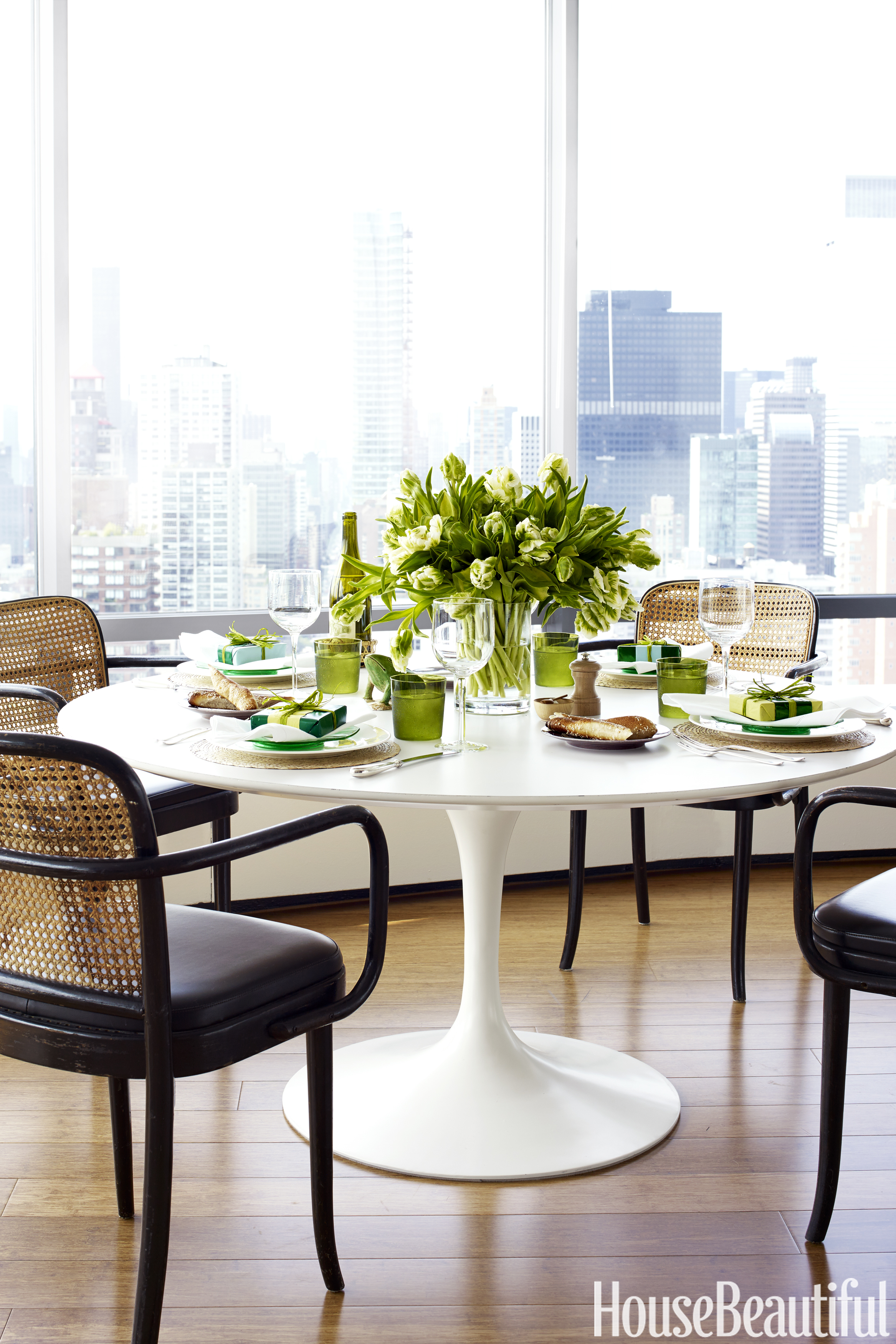 Tom scheerer 39 s manhattan apartment curated and staged decor for Kitchen dining room wallpaper