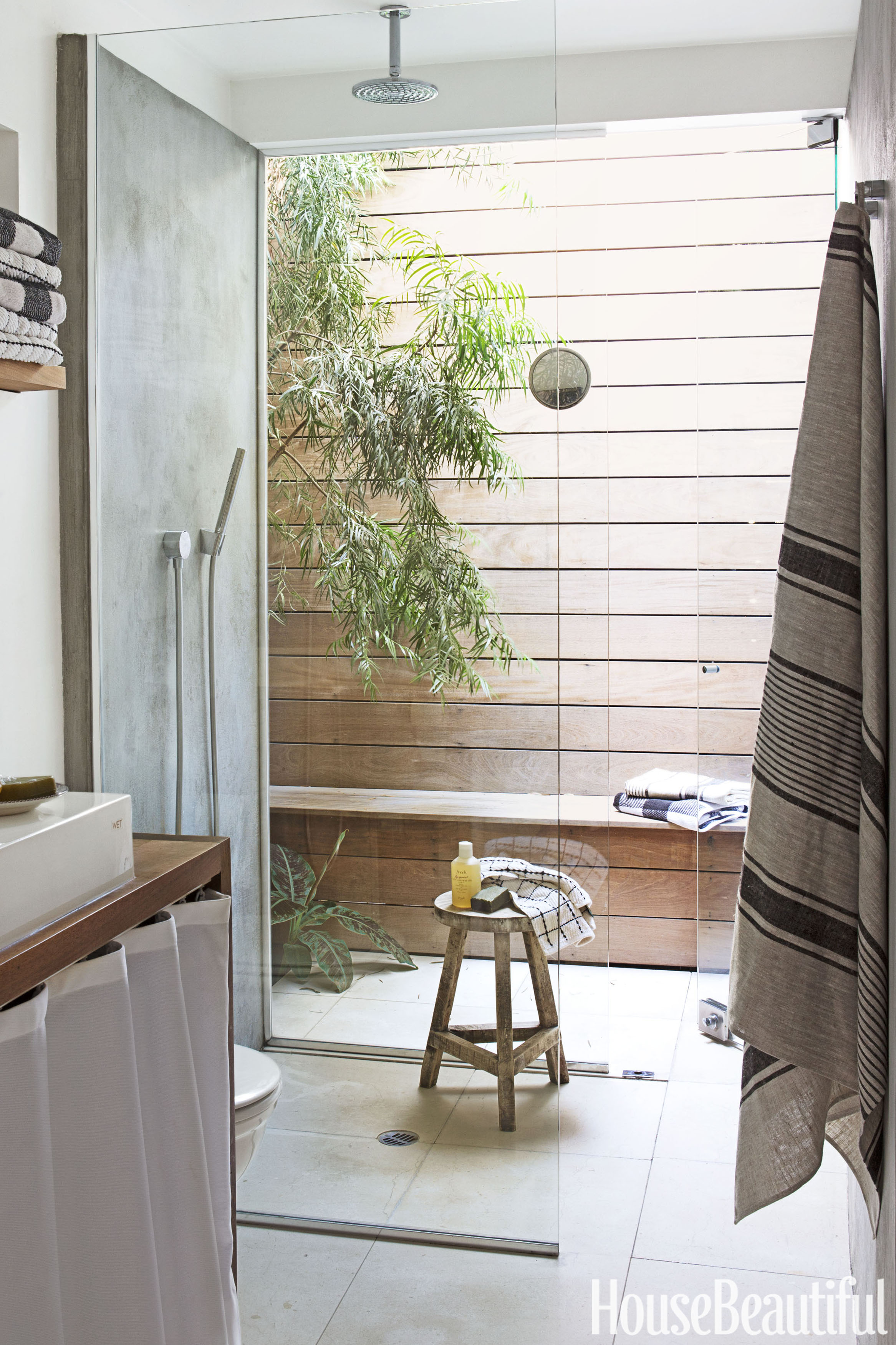 Beautiful Small Home Libraries: 9 Best Outdoor Shower Ideas