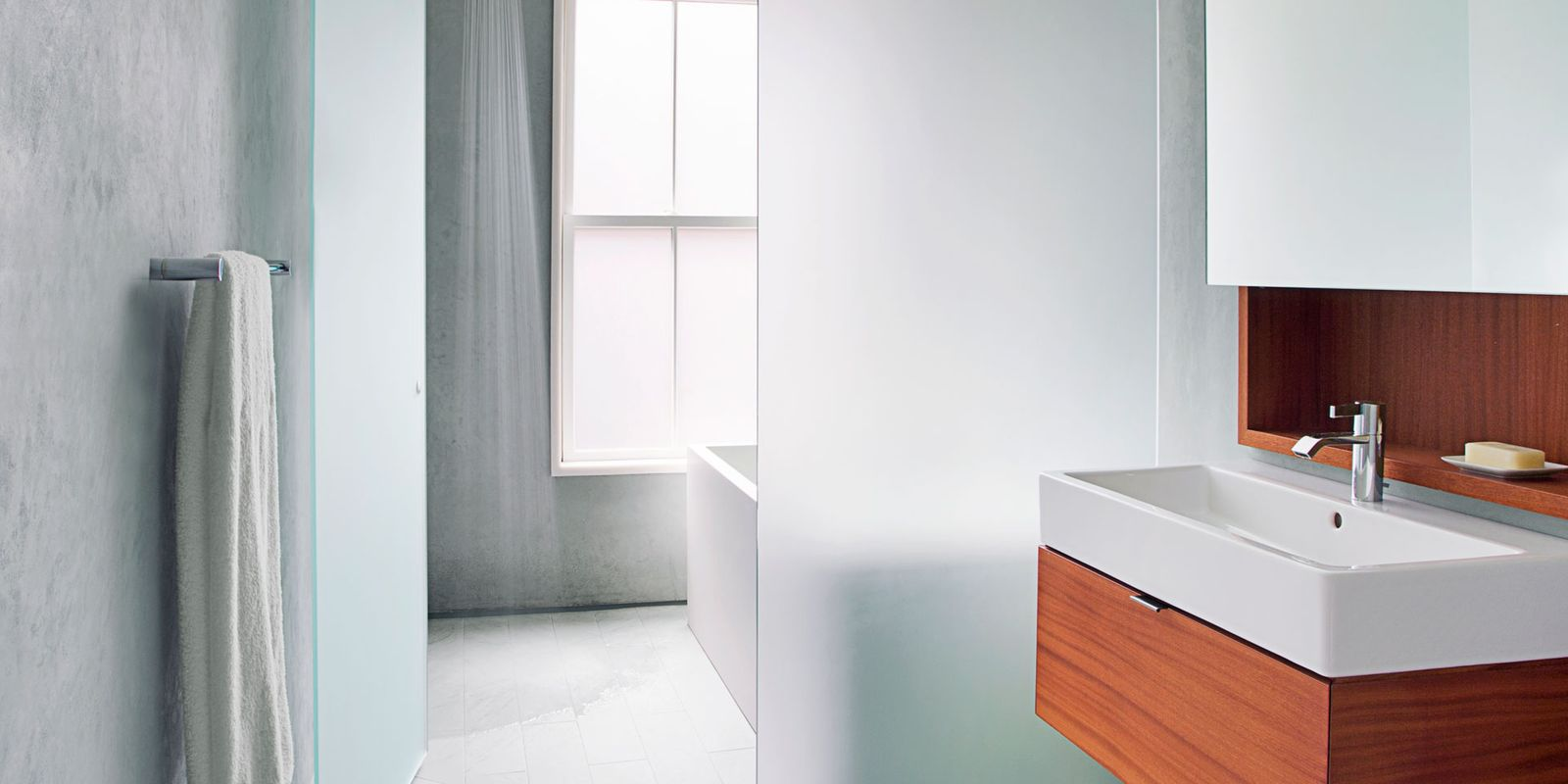 Modern and ethereal bathroom calming bathroom decor ideas for Calming bathroom ideas
