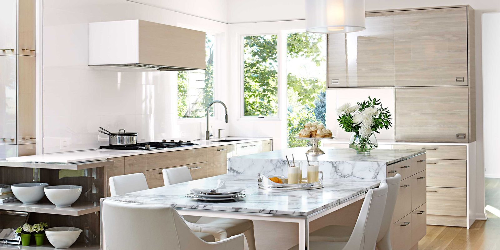 Airy and bright kitchen contemporary kitchen design for Bright kitchen decorating ideas