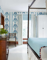 Blue and white decorating blue and white rooms for Decolam designs for living room