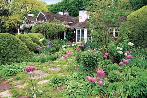 Hamptons garden design homes in the hamptons for Hamptons home and garden design penarth