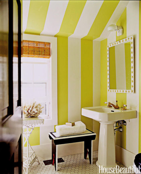 Using Bold Colors In The Bathroom: Bold Color In Small Spaces