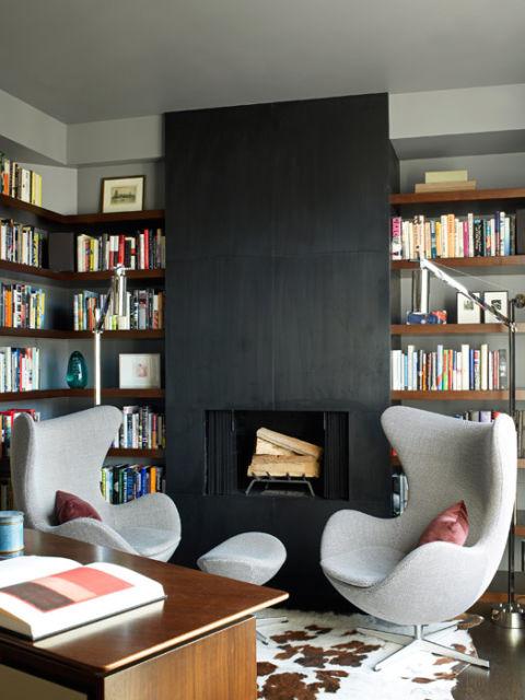 Modern New York Apartment Modern Interior Design Photos : 54bfb9d7679b7 black fireplace modular chairs 1110mann09 msc from www.housebeautiful.com size 480 x 640 jpeg 57kB