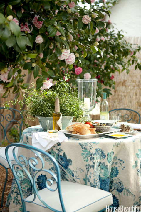 http://hbu.h-cdn.co/assets/cm/15/04/480x719/54c0b7dbafadb_-_06-hbx-floral-outdoor-tablecloth-reid-0611-s2.jpg