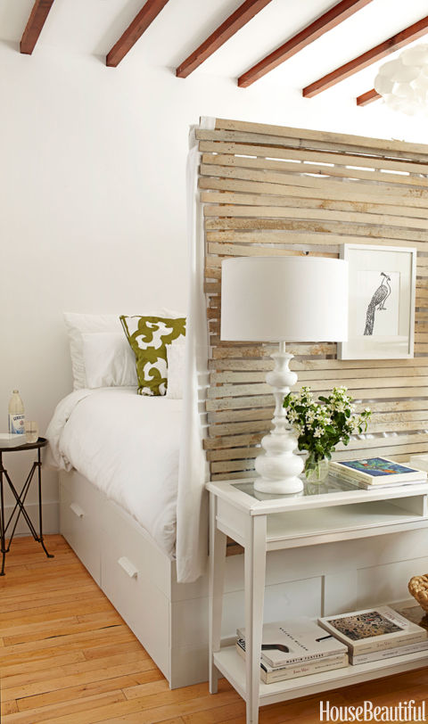 Small room design decorating ideas for tiny rooms for Small square room ideas