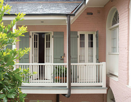 Romantic style new orleans house french quarter for Narrow exterior french doors