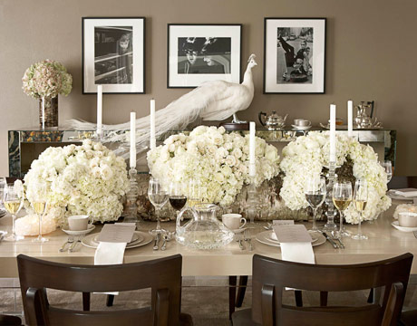Rehearsal dinner table romantic monique lhuillier for Dining room tablescapes ideas