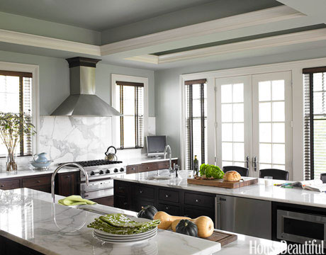 Mix contemporary and traditional styles in a kitchen for Beautiful kitchen colors