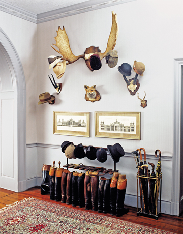 Organizing your entryway organizing ideas for your entryway for Hat hanging ideas