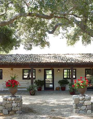Spanish style homes country house decorating for Spanish country houses