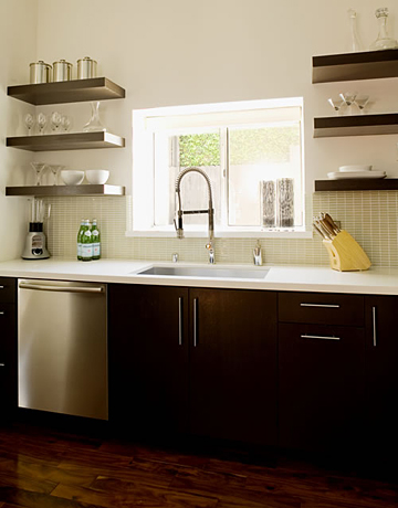 Kitchen makeover tips from jeff lewis easy kitchen for Open shelves in kitchen ideas