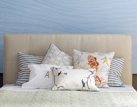 Arranging Throw Pillows On Bed : How to Arrange Pillows - Arranging Pillows