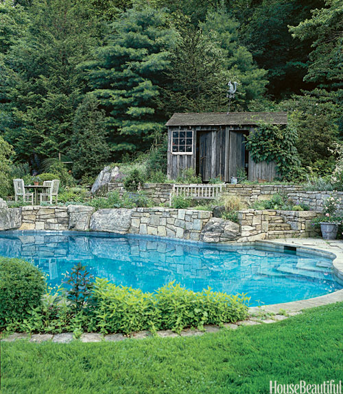 Pool Designs Ideas For Beautiful Swimming Pools - House with garden and swimming pool