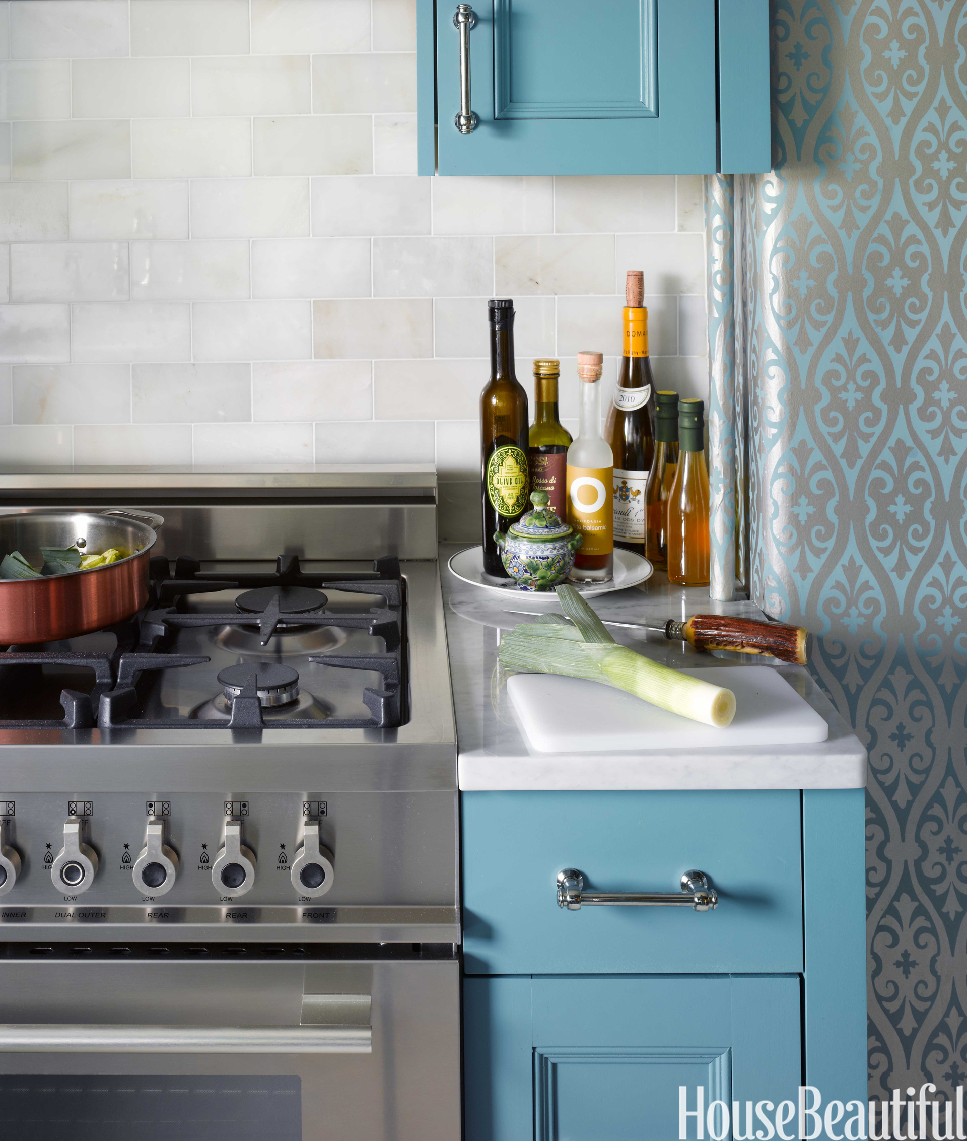 Kitchen Cabinets New York City: Small Kitchen Design Tips