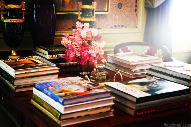 As Evidenced At The Kips Bay Boys Girls Club Show House Interior Designers Are Obsessed With Using Coffee Table Books As Decorative Objects Of Course