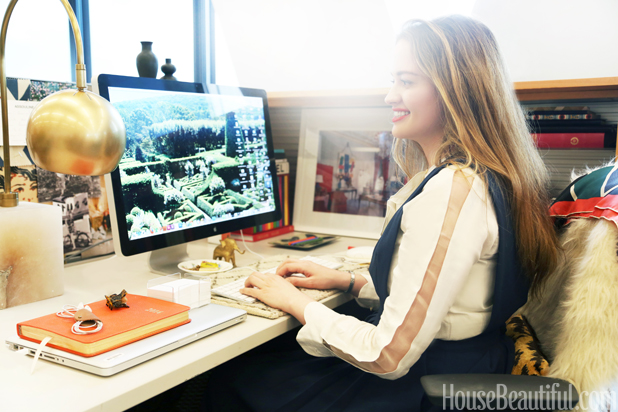Chic Cubicle Decor - Desk Decorating Tips
