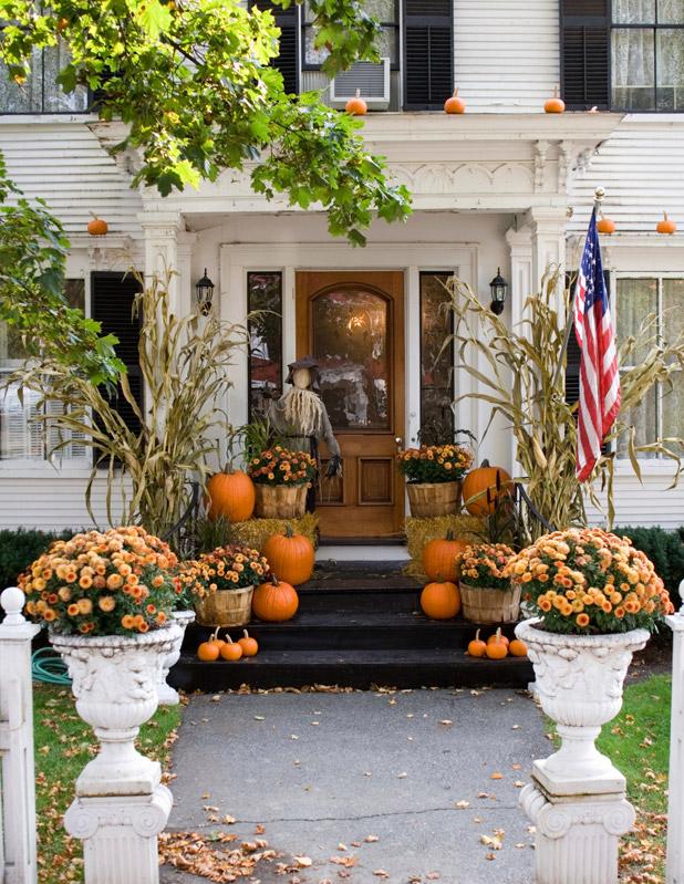 20 fall porch decor ideas best autumn porch decorations - Fall porch decorating ideas ...